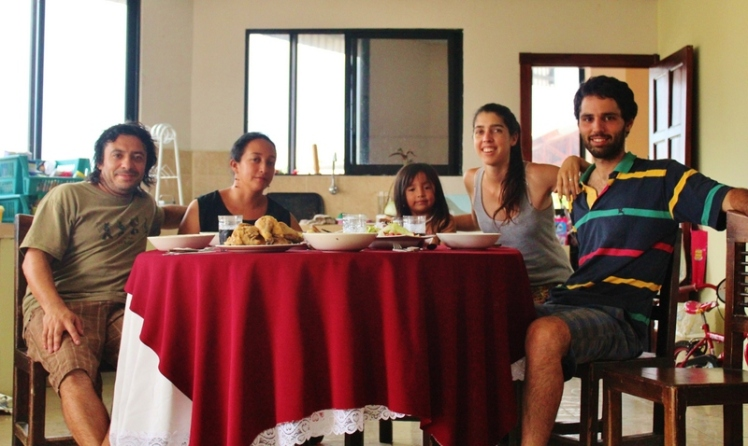 Con Renato, Gina y Renata. Último almuerzo en Macas