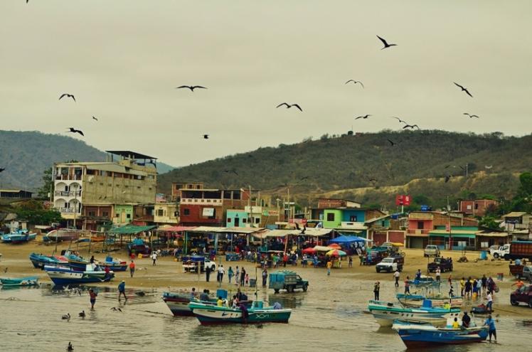 Puerto López visto desde el muelle.