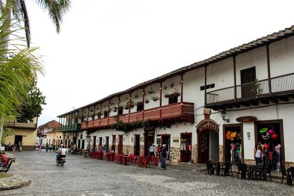 Plaza principal de Santa Fe de Antioquia.