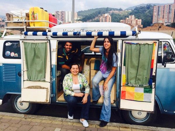 Con Denis, una genia total que nos ayudó mucho en Medellín.