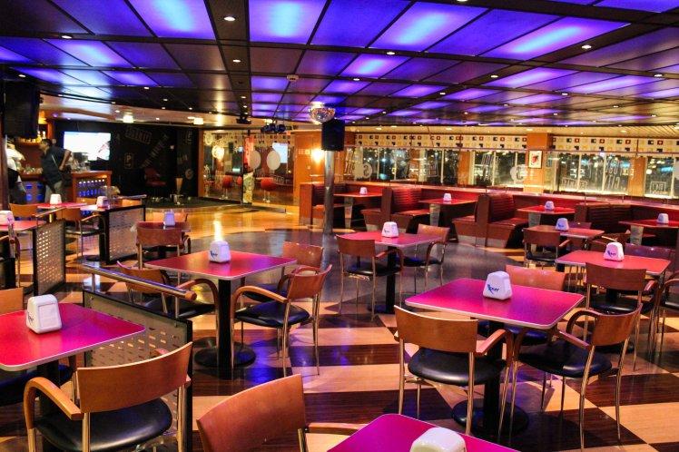 Uno de los restaurantes del Ferry
