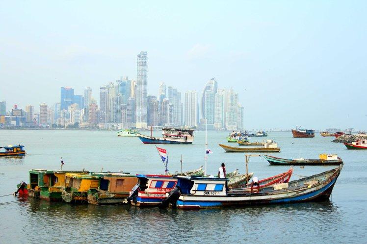 Vista de Panamá City desde el Mercado de Mariscos