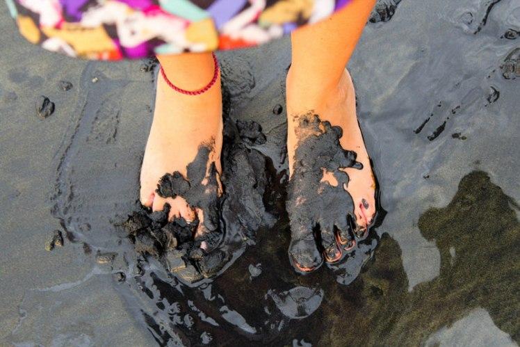 Pies descalzos en Playa Negra de Mompiche