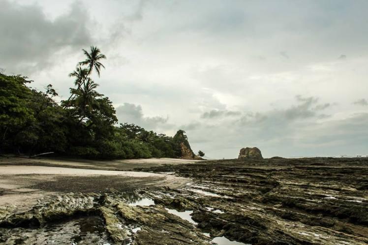 La playa de Santa Teresa cuando baja la marea