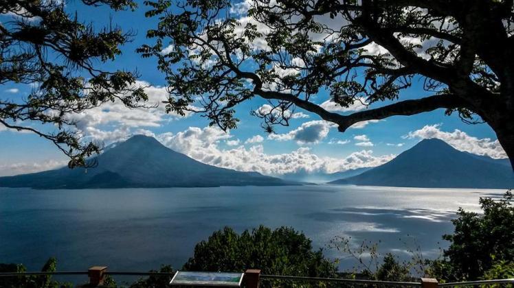 El Lago Atitlán y sus volcanes