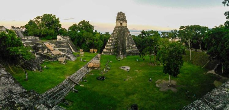 Plaza principal de Tikal