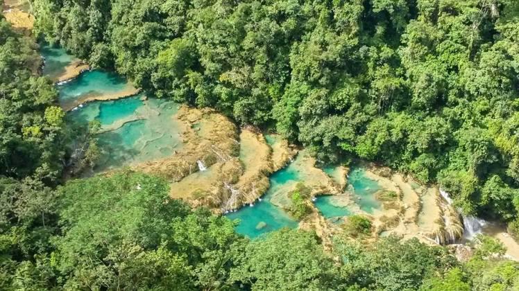 Vista de las piscinas de Semuc Champey desde el mirador