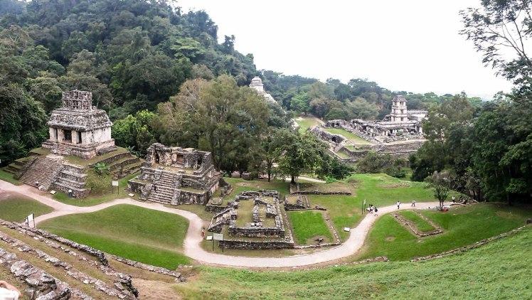 Vista de Palenque desde una de las pirámides