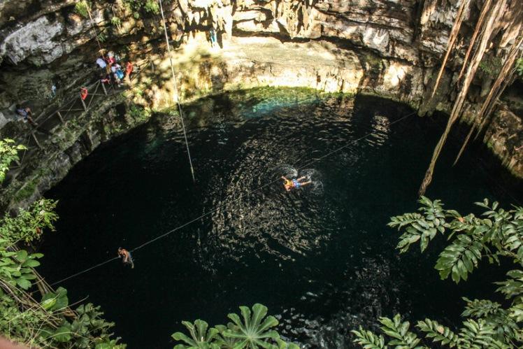 Cenote Oxman visto desde arriba en las afueras de Valladolid
