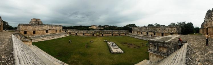 Plaza principal de Uxmal