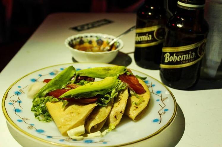 Las quesadillas se pueden encontrar en cualquier parte de país. Antes venían solo rellenas de queso pero ahora les ponen de todo.
