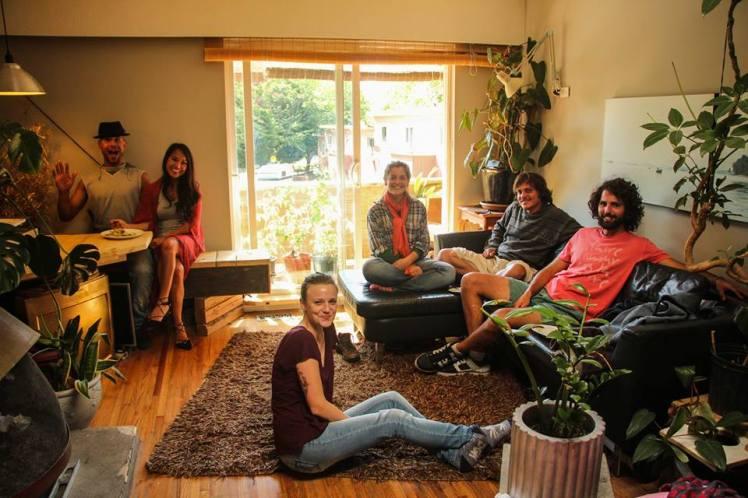 Marina y sus compañeros de departamento / Marina and her roomates