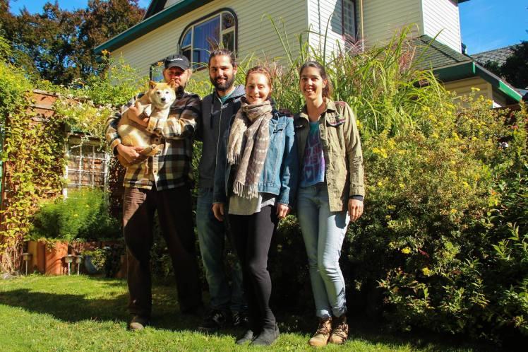 Con Keinan, Mariposa y Zuki en su casa de Nelson