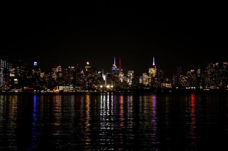 NY de noche vista desde New Jersey