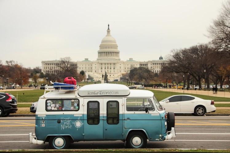 Dora frente al Capitolio